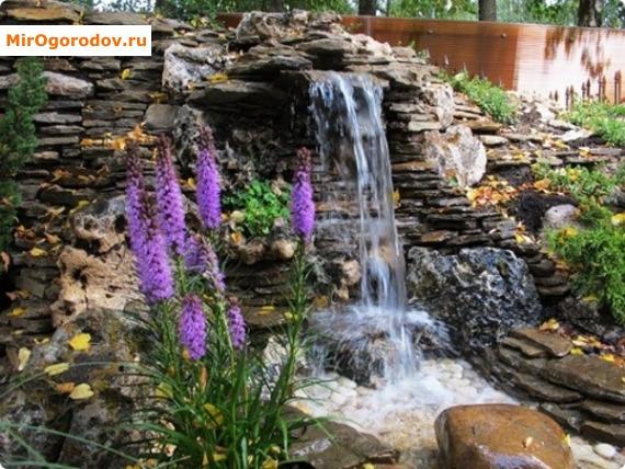 Горка с водопадом
